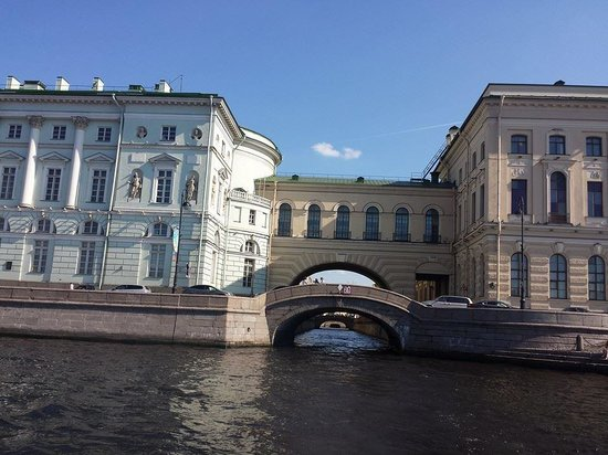 Guide Guru Private Day Tours: Hermitage view from waterway tour