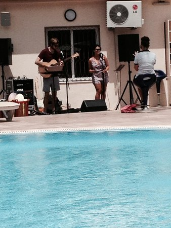 SENSIMAR Scheherazade: Hotels entertainment singing at the pool