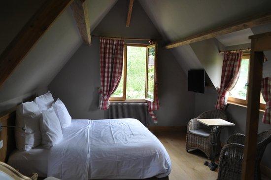 Auberge de la Source - Hôtel de Charme : view of bedroom
