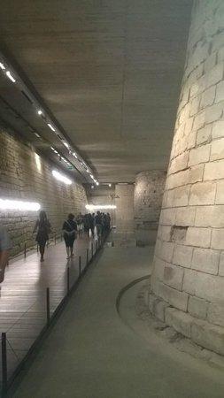 Louvre Museum: Les fondations