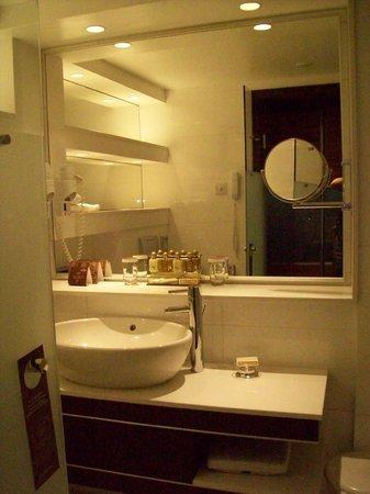 Amathus Beach Hotel Limassol: Bathroom
