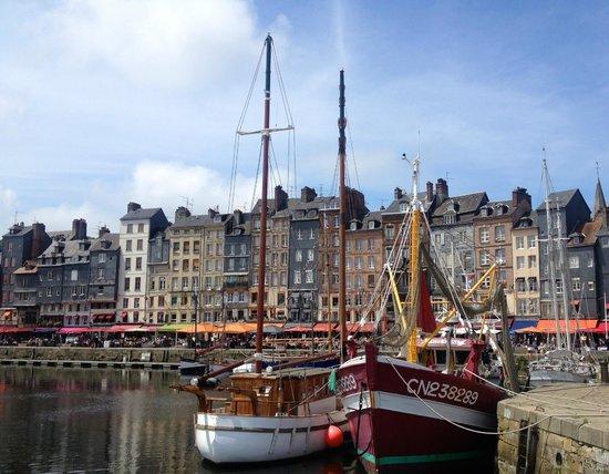 Le Vieux Bassin: Boats in Honfleur harbour