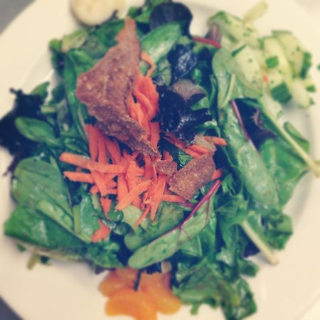 The Hollow Bistro & Brew : Asian field green salad