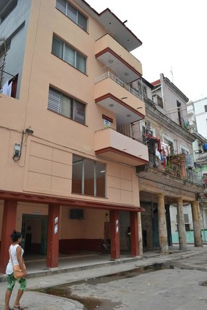 Casa Maura Habana Vieja: Casa Maura building