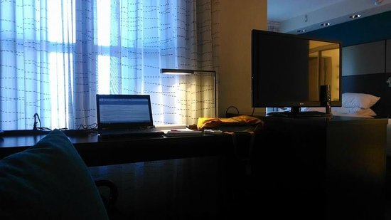 Residence Inn Tempe Downtown/University: From the couch, view of the desk
