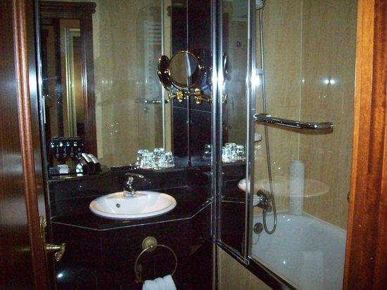 Melia White House: Bathroom