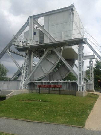 Pegasus Memorial (Memorial Pegasus): Replica Pegasus Bridge