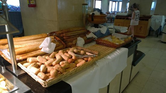 Hotel Playasol The New Algarb: Freshly baked cobs every day