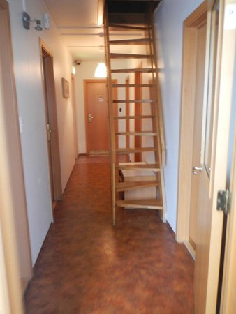 Reykjavik Hostel Village: corridor