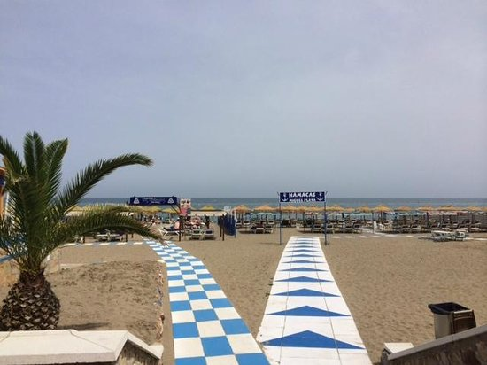 Melia Costa del Sol: beach across the street