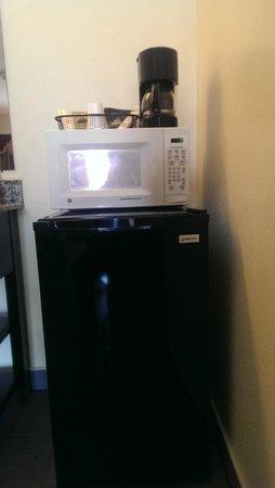 Relax Inn: microwave coffee make and fridge
