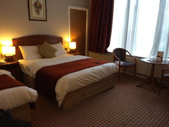 Cassidys Hotel: Wonderfully comfortable room, tv a bit small and no hdmi or USB ports but still excellent room,