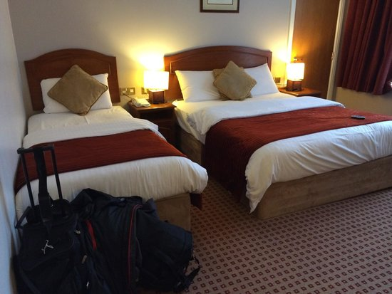 Cassidys Hotel: Triple room came in handy for throwing my partner to the other side of the room when he wanted t