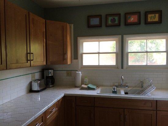 Los Feliz Lodge: Kitchen