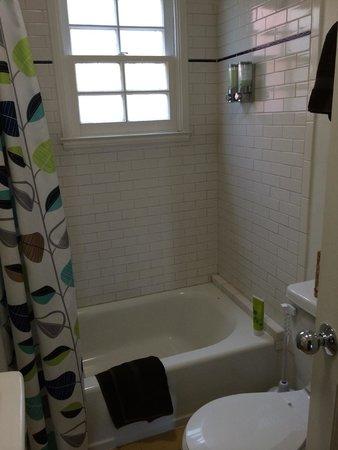 Los Feliz Lodge: Shower