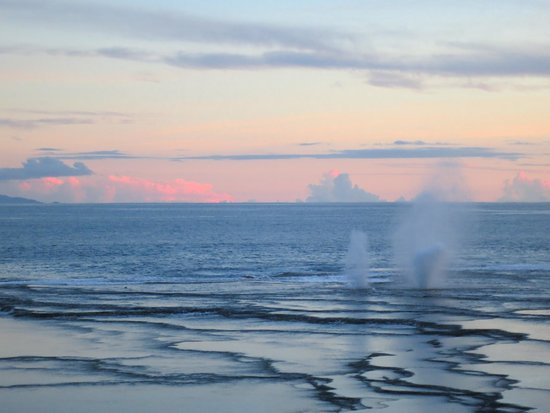 Namale the Fiji Islands Resort & Spa: Blowhole at sunset that you can see from Rosi