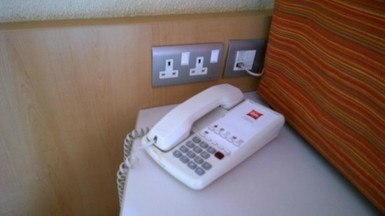 Ibis Glasgow City Centre: Telephone & outlets