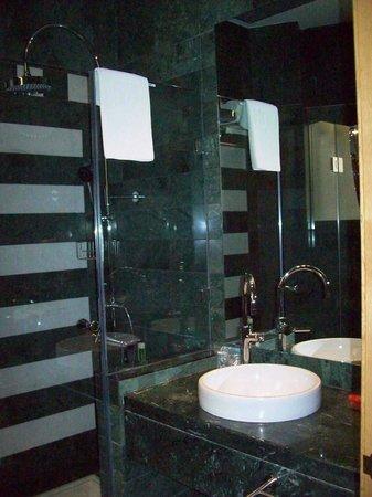 NH Collection Paseo del Prado: Bathroom