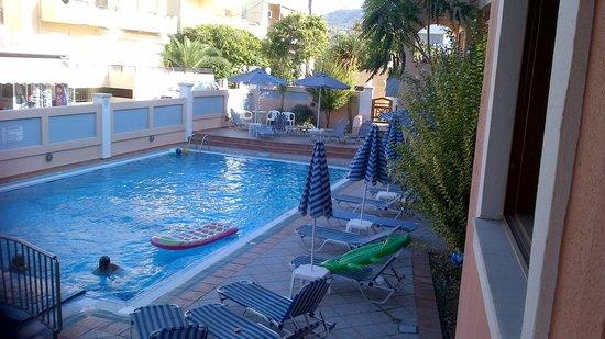 Aristea Hotel Rethymnon : Pool area