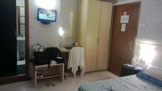 Hotel Nazionale: Quarto simples mas espaçoso