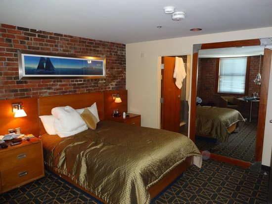 Harborside Inn: Our room