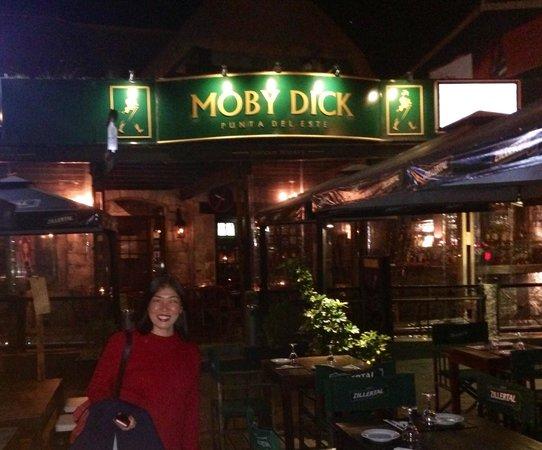 Moby Dick Pub: A aniversariante. Ela e José Artigas