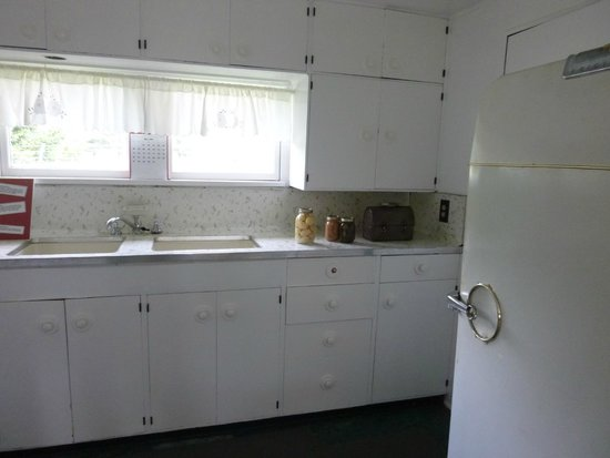 American Museum of Science & Energy : flat top house kitchen
