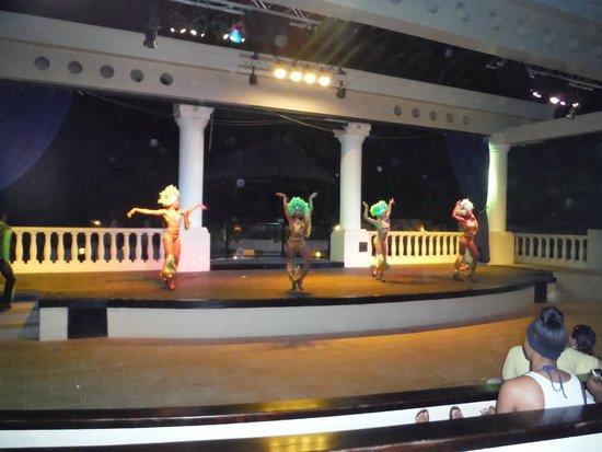 Sandals Ochi Beach Resort: International dance night at the outdoor amphitheater