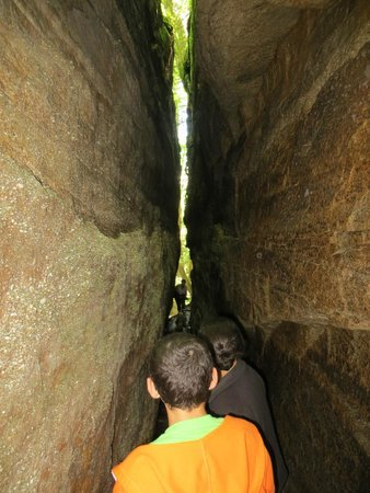 Panama Rocks Scenic Park: One of the narrow formations...