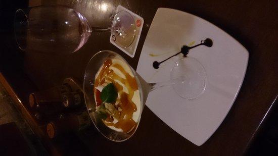 Zig Zag Restaurant: Dessert - Passionfruit icecream with marshmallow