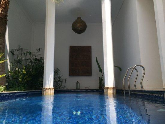 Bellamane, Ryad & Spa: Piscina con agua caliente las 24 horas . Una maravilla