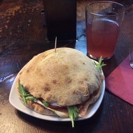 Pizzeria Italia : serrano ham and parmesan sandwich with extra rucula