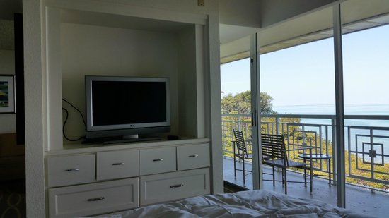 Hilton Key Largo Resort: large window to balcony