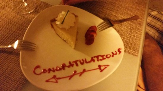 Hilton Key Largo Resort: Our server surprised us with a delicious key lime pie on our honeymoon!