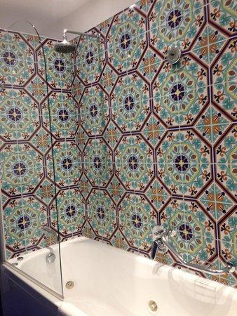 Hotel Regina Sorrento: Immaculate bathroom
