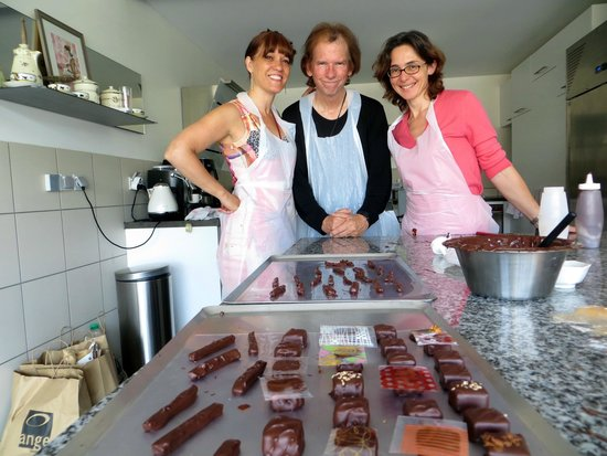 La Maison de Karen Chocolat : Karen and her students make delicious gourmet chocolates!
