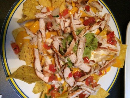 John's Grill House: Nachos con pollo braseado