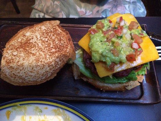 John's Grill House: Hamburguesa guacamole