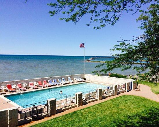 Lake Vista Resort Large Heated Pool Next To Huron