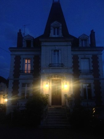 Manoir du Parc: the Manoir at night