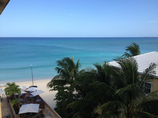 Grand Cayman Marriott Beach Resort : Nice view from the porch