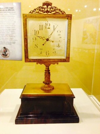 National Watch and Clock Museum : A Houdini Clock (The hands appear to float on the glass)