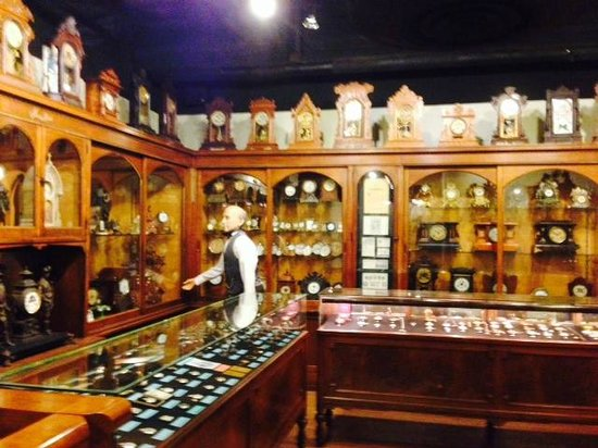 National Watch and Clock Museum : Tableau of a Clock and Watchmaker's Shop