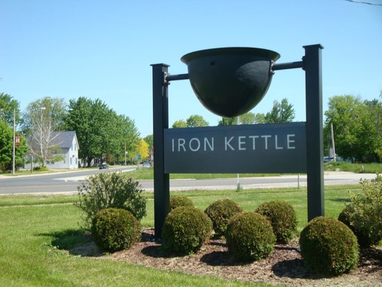 Iron Kettle B&B: Signage