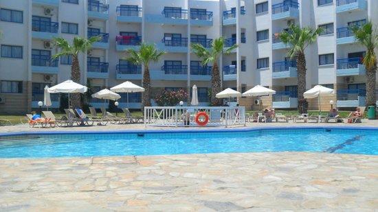 Papantonia Hotel Apartments : Pool