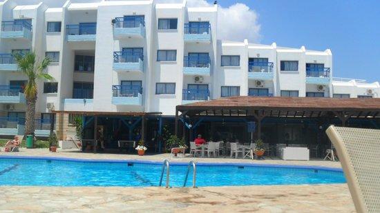 Papantonia Hotel Apartments : Bar and small games area