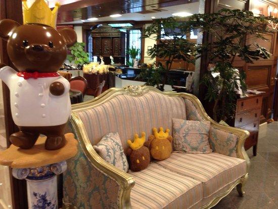 Hotel Konigs-Krone Kobe : ロビーで可愛いくまさんのお出迎え。