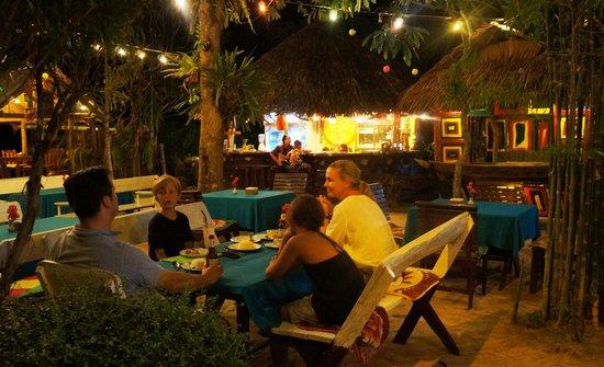 Good Time Resort Koh Mak: Restaurants in walking distances