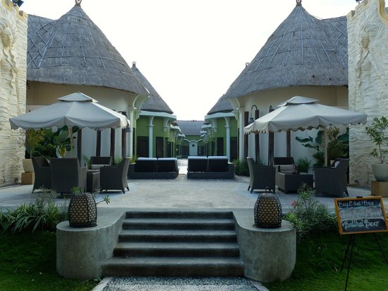 Lagoon Spa Seminyak: Beautiful grounds
