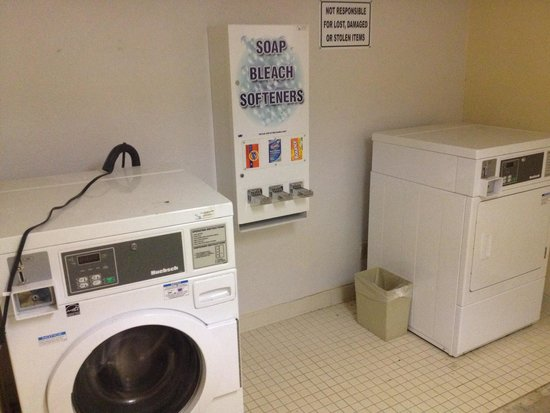Red Roof Inn Arcata : Non functioning washer and dryer.